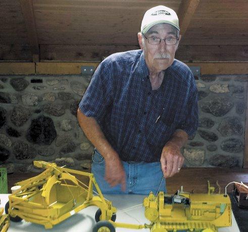 Hobbyist builds miniature construction equipment from scratch