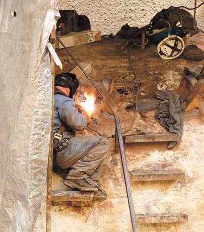 Canada Line workers prepare tunnel boring machine for trip to Russia