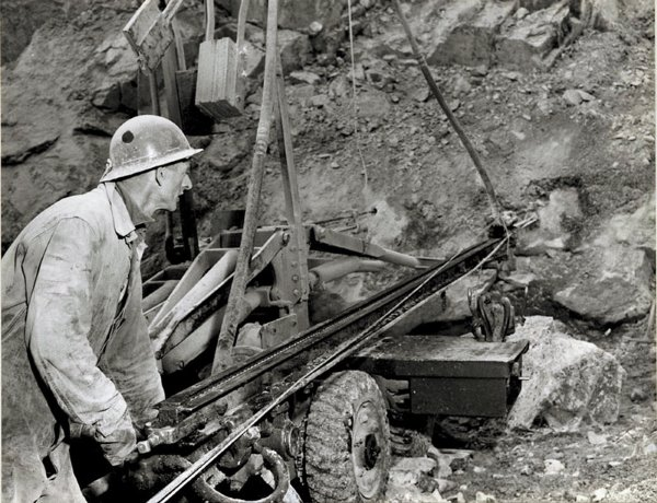 Asbestos Mining In Us : Asbestos from miracle material to malefactor