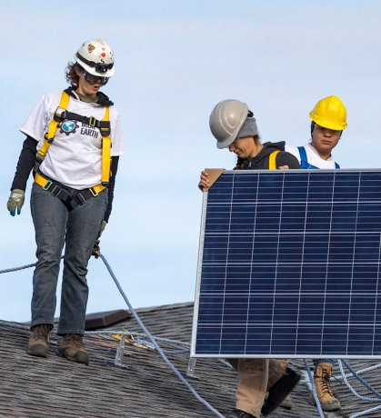 Oil and gas workers partner with Alberta First Nation to go solar