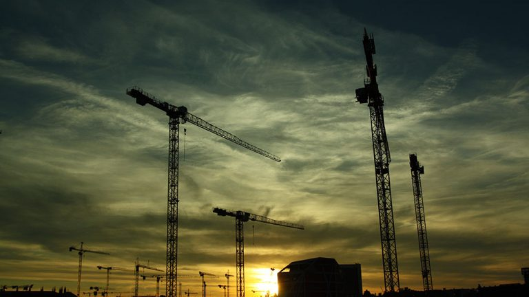 Cracked column caused crane injury at Manitoba jobsite: report
