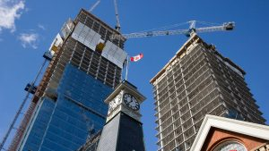 UPDATE: Woman in custody after another Toronto crane climbing