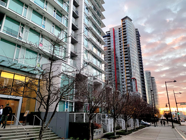 A recent Vancouver Foundation study says the design and structure of highrise buildings might contribute to feelings of social isolation among apartment and condominium residents in Vancouver, but not everyone in the building community agrees with that assessment.