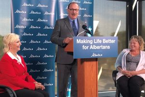 Alberta government awards $55 million Highway 15 twinning contract