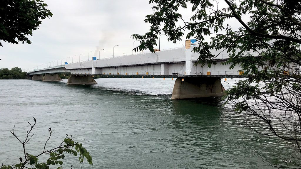 Montreal's Concorde Bridge to get protective paint job