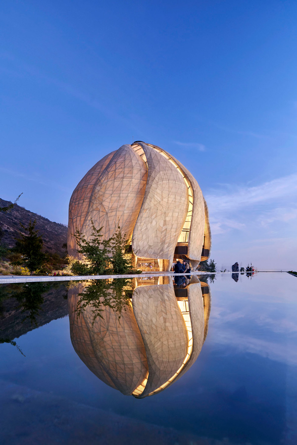 The Baha'i Temple of South America in Santiago, Chile, designed by Canadian firm Hariri Pontarini Architects, recently won the 2019 Royal Architectural Institute of Canada's (RAIC) International Prize for architectural excellence. The lead architect on the project was Siamak Hariri. The project team included Benkal y Larrain Arquitectos (local architect); Gartner Steel and Glass GmbH (superstructure and cladding); Jeff Goodman Studio and CGD Glass (glass cladding); EDM (stone fabrication); Juan Grimm (landscape architect); Simpson Gumpertz & Heger, Halcrow Yolles, EXP, Patricio Bertholet M. (structural consultants); MMM Group (mechanical and electrical consultant); Videla & Asociados (plumbing consultant); The OPS Group (HVAC consultant); Limari Lighting Design Ltda., Isometrix (lighting consultant); Veronica Wulf (acoustics); and Entro Communications (way-finding graphics).