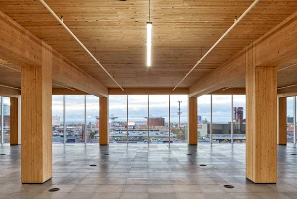 When designing 80 Atlantic, Quadrangle wanted to combine all the beauty of brick and beam workplaces such as open and spacious layout, generous ceiling heights and the warm look and feel of wood with the modern amenities of a 21st century office building.