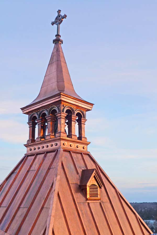 A restored copper mansard of the Saint Roch de l'Achigan city hall also won a North America copper award. The bell tower and its ornamental copper elements were restored in the project.