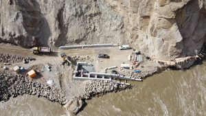 Rock slide reported at Peter Kiewit Sons' Lillooet, B.C. project