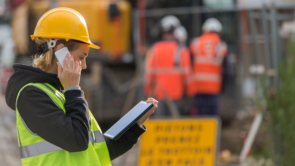 Stats show strange drop in women working in construction
